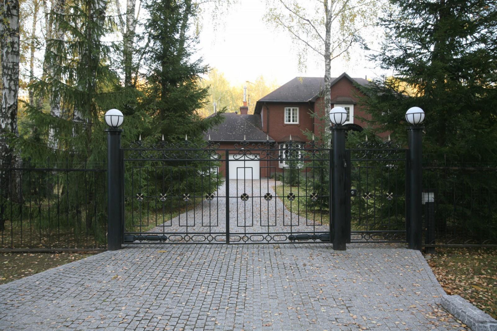 Прозрачные распашные ворота с автоматикой Roger Tech Рождествено