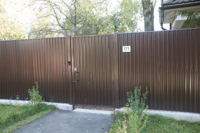 Забор из профнастила на бетонной ленте с калиткой и откатными воротами г.Дедовск 2