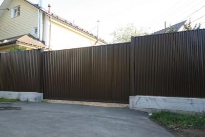 Забор из профнастила на бетонной ленте с калиткой и откатными воротами г.Дедовск 1