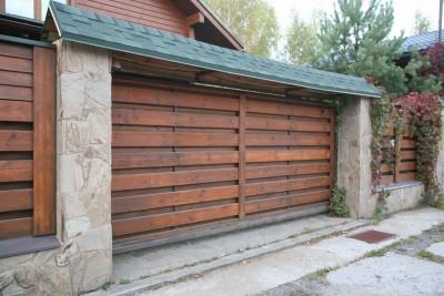 Откатные ворота отделка дерево под забор