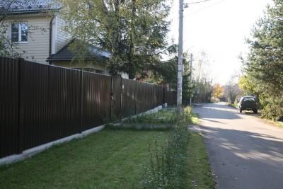 Забор из профнастила на бетонной ленте с калиткой и откатными воротами г.Дедовск